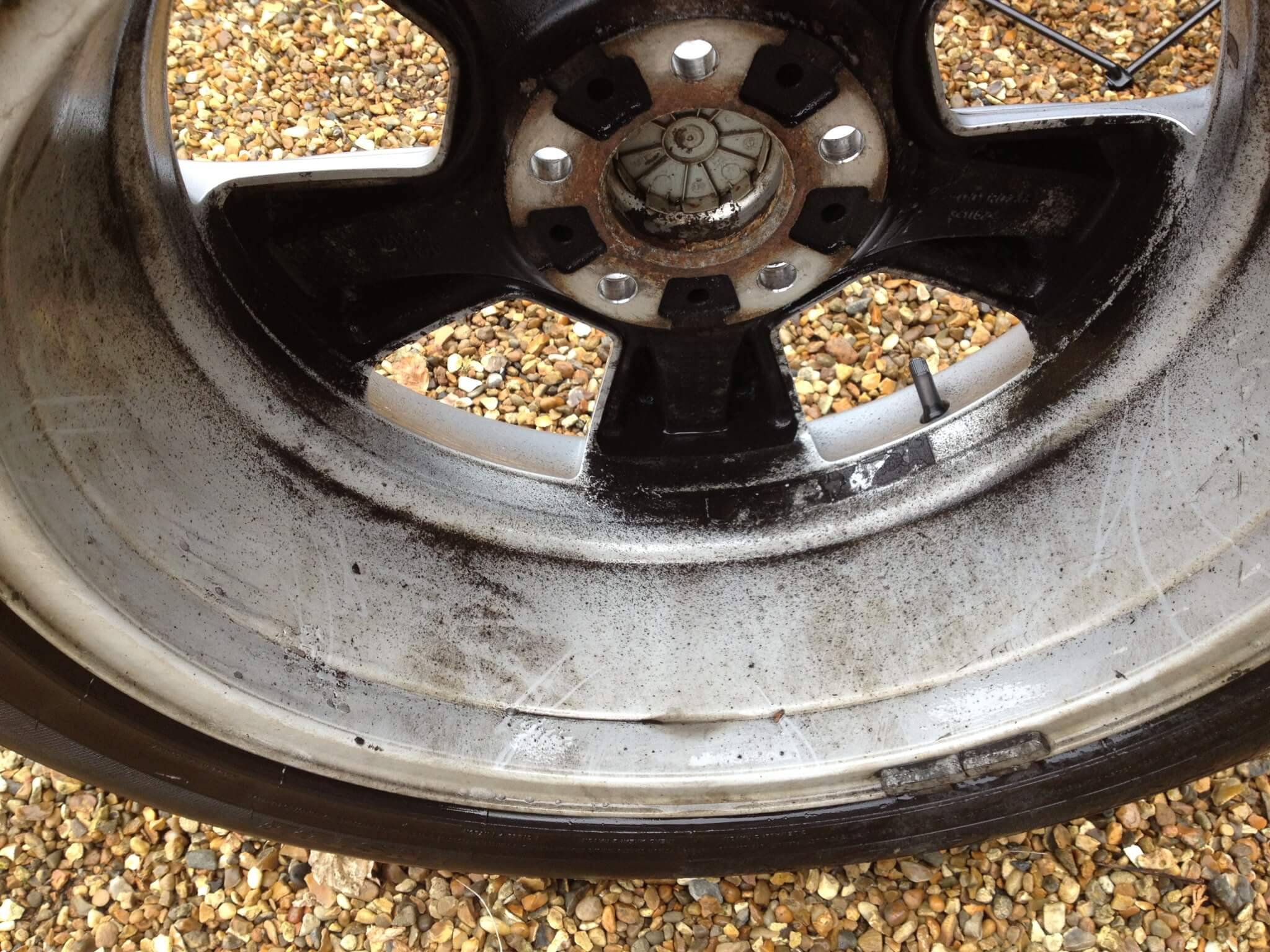 how to clean the inside of alloy wheels